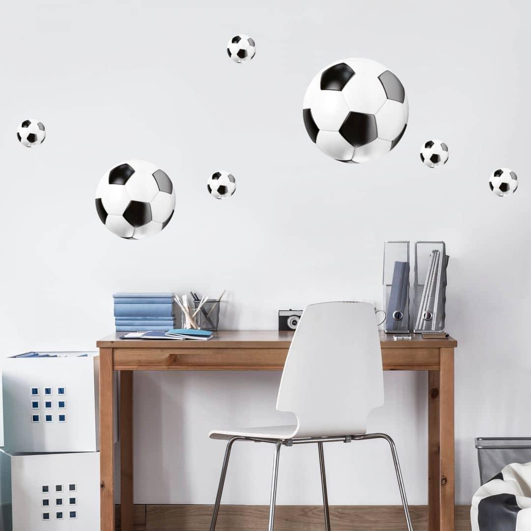 Composizione con palloni da calcio for Composizione camera dei deputati