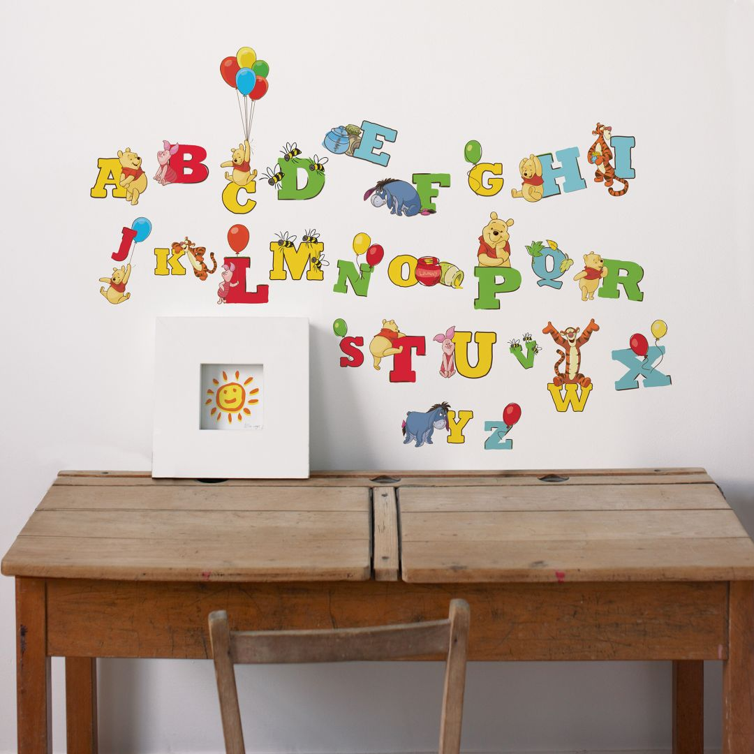 sticker mural lettres winnie l 39 ourson. Black Bedroom Furniture Sets. Home Design Ideas