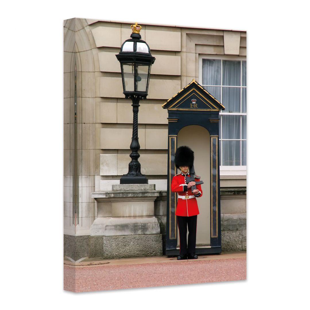 hochwertiges leinwandbild guarding the buckingham palace von k l wall art wall. Black Bedroom Furniture Sets. Home Design Ideas