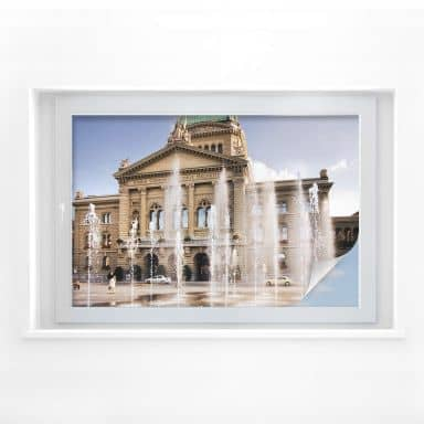 Sichtschutzfolie Wasserspiel vor Schweizer Parlamentsgebäude