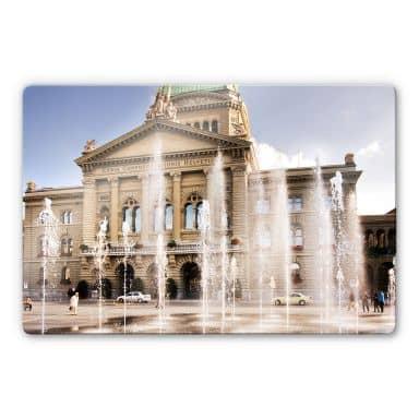 Glasbild Wasserspiel vor Schweizer Parlamentsgebä