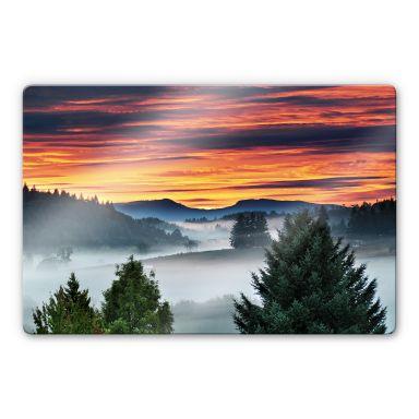Glasbild Nebel in den Bergen