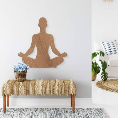 Holzdeko Mahagoni - Yoga Pose sitzend 01