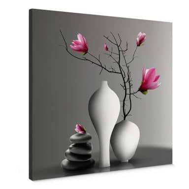 Leinwandbild Magnolienzweig in weißer Vase - Quadratisch