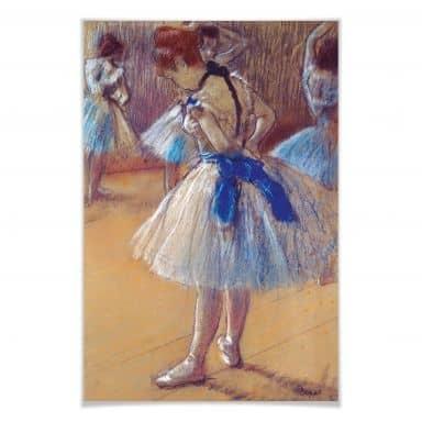 Poster Degas - Tänzerin beim Binden der Schleife