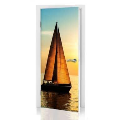 Türdesign Segelboot im Sonnenuntergang