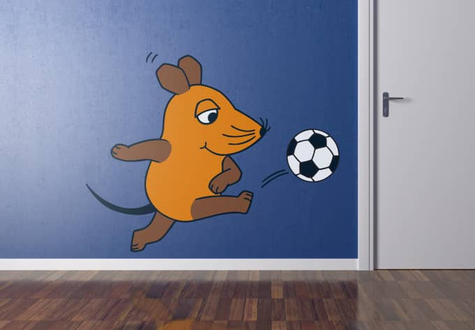 wandtattoo die maus spielt fu ball das kinderzimmer mit der maus wall. Black Bedroom Furniture Sets. Home Design Ideas