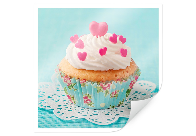 Poster hearts on cupcake wall for Cupcake wall art