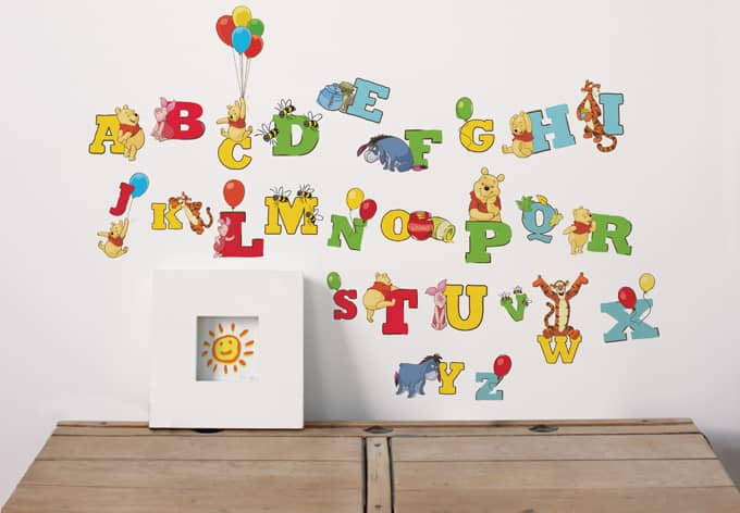 sticker mural lettres winnie l 39 ourson wall. Black Bedroom Furniture Sets. Home Design Ideas