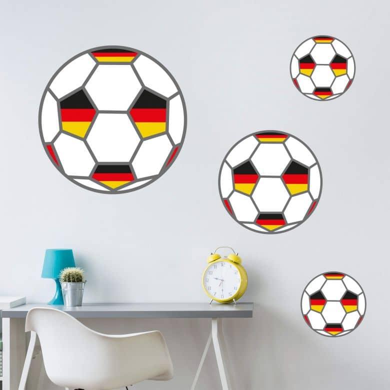 Wandtattoo Fußball mit Deutschland-Fahnen
