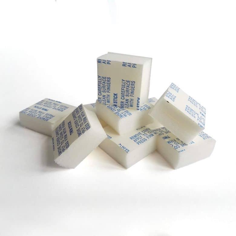 Pastiglie adesive distanziatrici