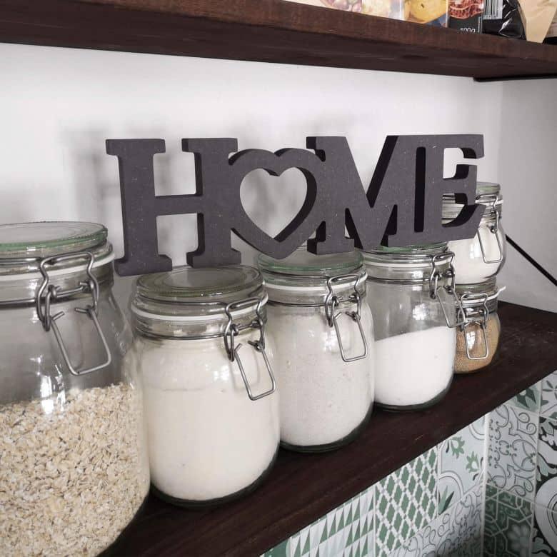 MDF-Holzbuchstaben Home 4 mit Herz