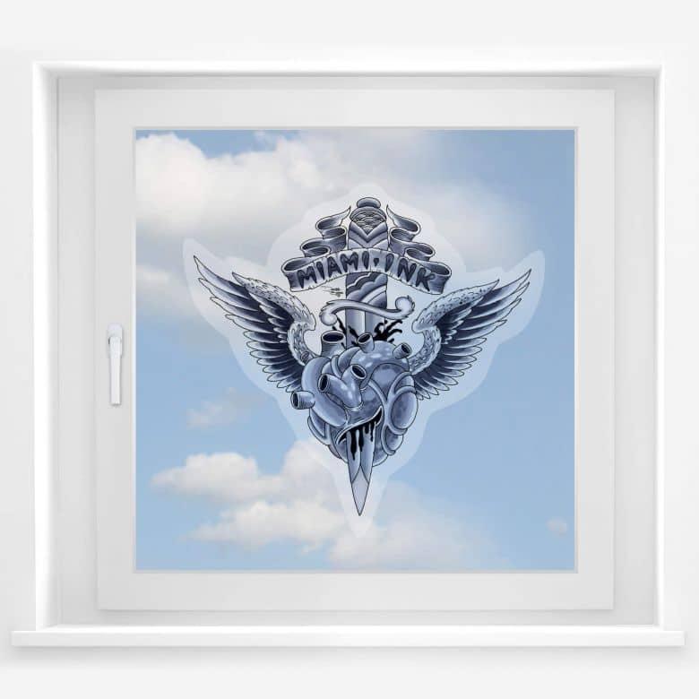 Graue Gestaltung Von Dem Flur Mit Wanddeko Bilderrahmen: Fensterbild Herz Mit Dolch Aus Dem Tattoo-Stuio Von Miami