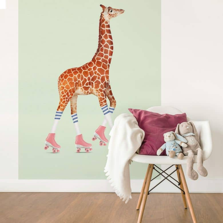 Fototapete Loose – Rollerskating Giraffe