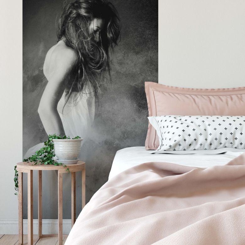 Fototapete - Mest - Die Frau in Grau - 144x260 cm
