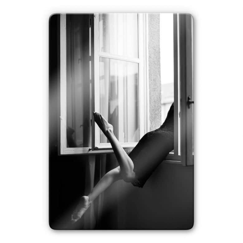 Glasbild Kijurko - Am Fenster