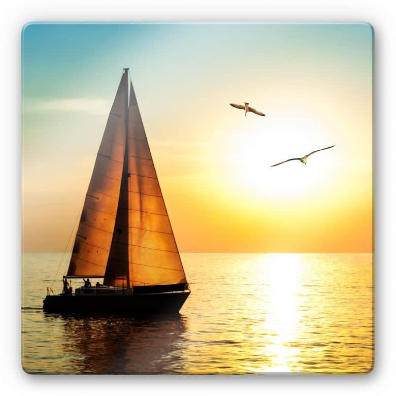 Glasbild Segelboot im Sonnenuntergang - quadratisch