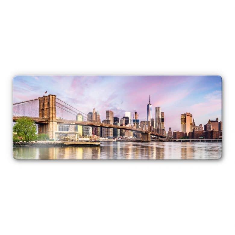 Glasbild Colombo - Manhattan Skyline und die Brooklyn Bridge - Panorama