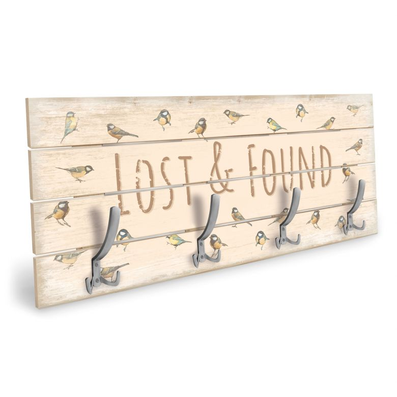 Holzgarderobe Lost and Found