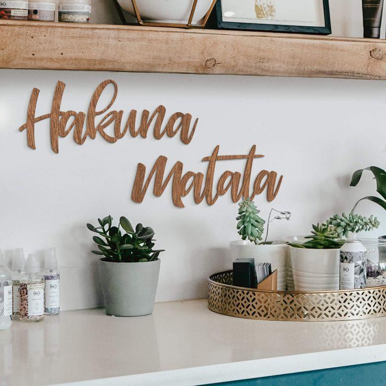 Holzbuchstaben Mahagoni Hakuna Matata (2-teilig)