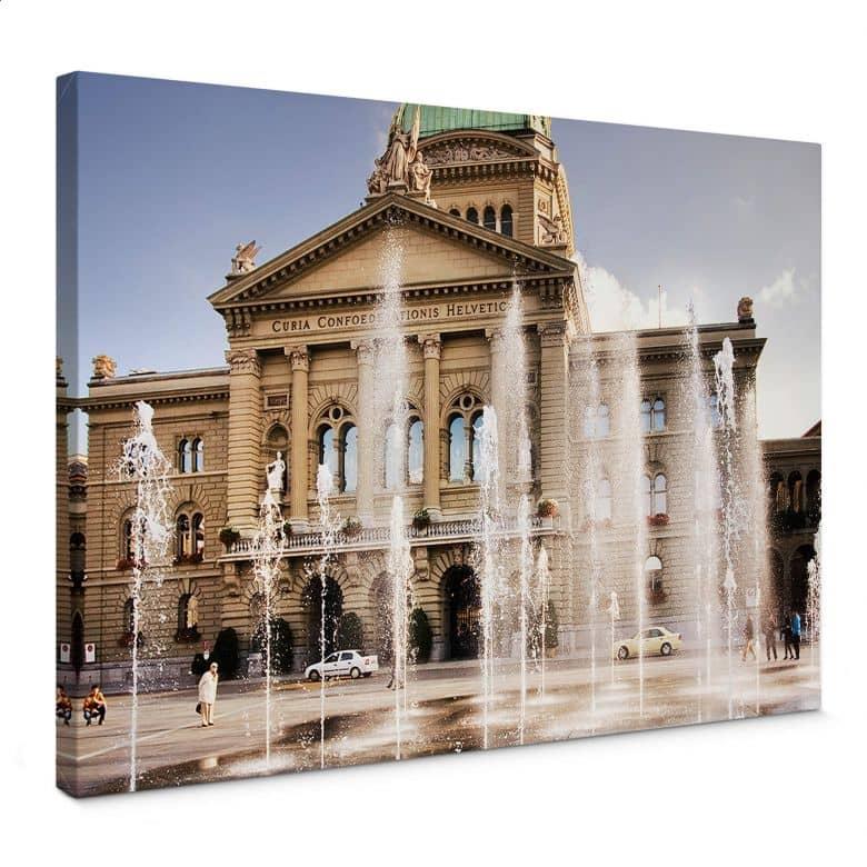 Leinwandbild Wasserspiel vor Schweizer Parlamentsg