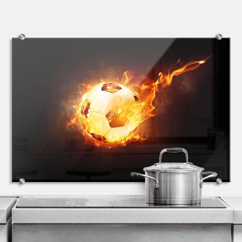 Spritzschutz Fußball in Flammen
