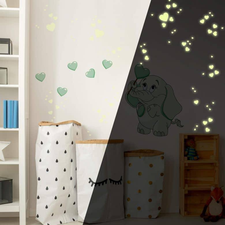 Wandtattoo Elefantenbaby mit Herzen (grün) + Leuchtsticker