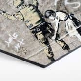 Hexagon alu-dibond Banksy - Girl searching soldier