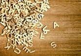 Lettres décoratives en bois 10 cm de hauteur.