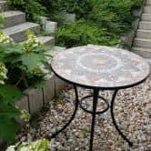 Gartentisch mit schönem Stein-Mosaik Muster, 60 cm Durchmesser robust, Innen- und Außen, Winterfest