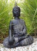 Sitzender Buddha - Statue als meditativer Ruhepunkt im Garten oder Raum