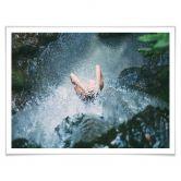Poster mit Bilderrahmen Shower in Paradise