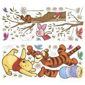 Sticker mural - Winnie l'ourson - Jouer à grimper