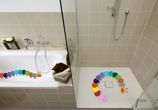 anti rutschsticker bunte raupe buntes f r das badezimmer wall. Black Bedroom Furniture Sets. Home Design Ideas