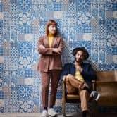 Livingwalls papier peint intissé Metropolitan Stories papier peint Anke et Daan Amsterdam bleu;crème;mauve