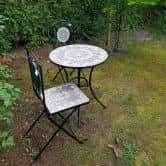 Gartenmöbel Set 2 Stühle und Tisch mit schönem Stein-Mosaik Muster robust, Innen- und Außen, Winterfest