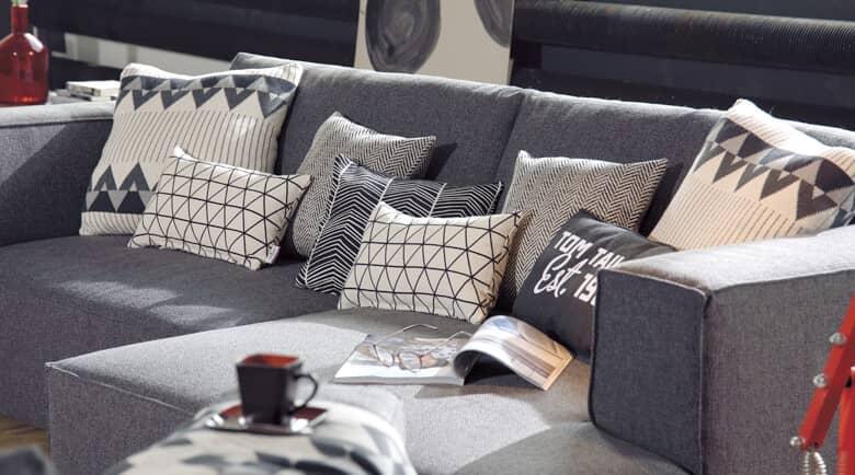 sofa mit kissen dekorieren beste bildideen zu hause design. Black Bedroom Furniture Sets. Home Design Ideas